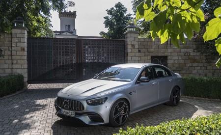 2021 Mercedes-AMG E 63 S 4MATIC+ (Color: High-Tech Silver Metallic) Front Three-Quarter Wallpapers 450x275 (35)