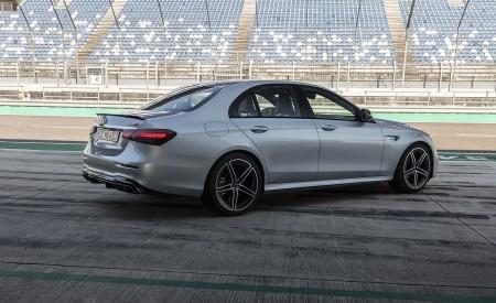 2021 Mercedes-AMG E 63 S 4MATIC+ (Color: High-Tech Silver Metallic) Rear Three-Quarter Wallpapers 450x275 (17)