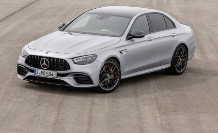 2021 Mercedes-AMG E 63 S (Color: Hightech Silver Metallic) Front Three-Quarter Wallpapers 450x275 (86)