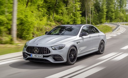 2021 Mercedes-AMG E 63 S (Color: Hightech Silver Metallic) Front Three-Quarter Wallpapers 450x275 (75)