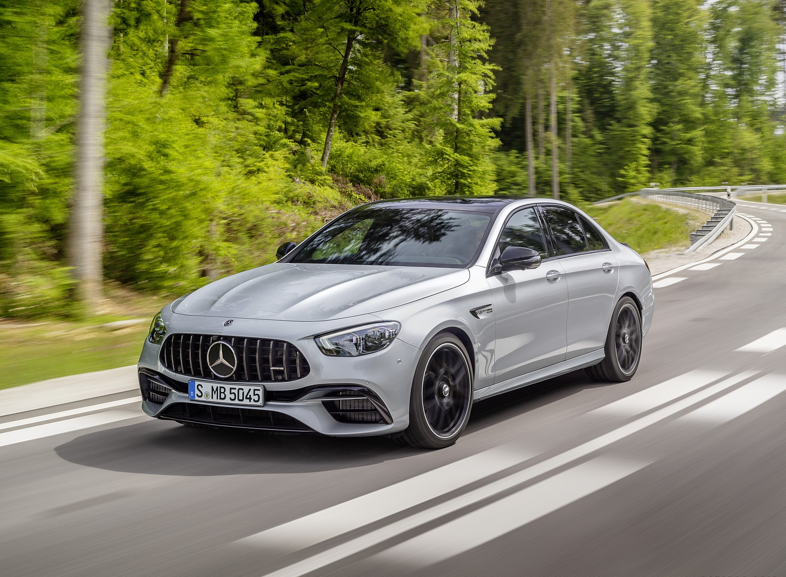 2021 Mercedes-AMG E 63 S (Color: Hightech Silver Metallic) Front Three-Quarter Wallpapers (2)