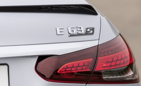 2021 Mercedes-AMG E 63 S (Color: Hightech Silver Metallic) Tail Light Wallpapers 450x275 (91)