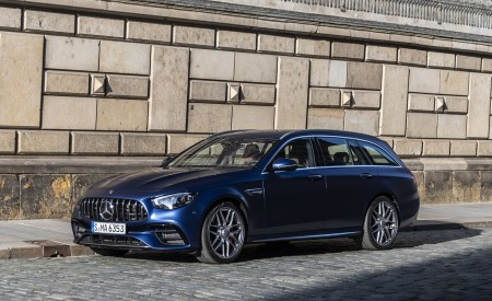 2021 Mercedes-AMG E 63 S Estate 4MATIC+ (Color: Designo Magno Brilliant Blue) Front Three-Quarter Wallpapers 450x275 (23)