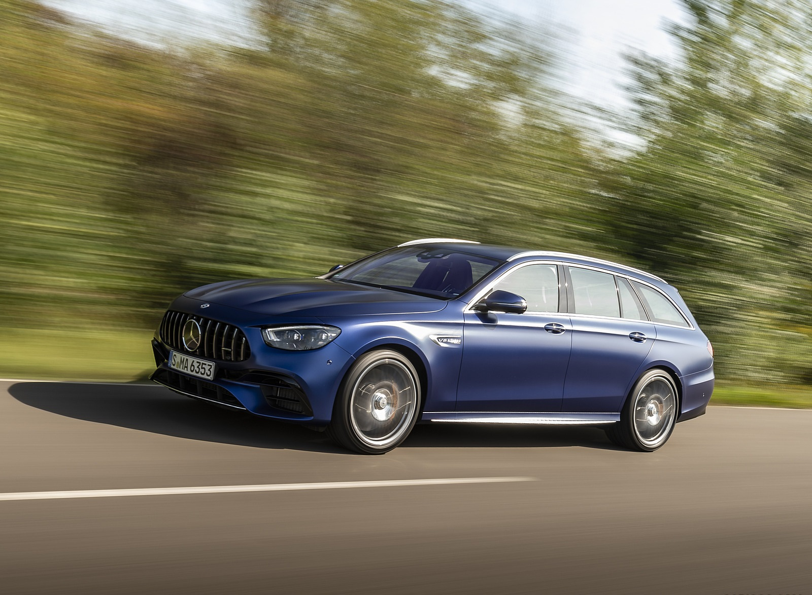 2021 Mercedes-AMG E 63 S Estate 4MATIC+ (Color: Designo Magno Brilliant Blue) Front Three-Quarter Wallpapers (3)