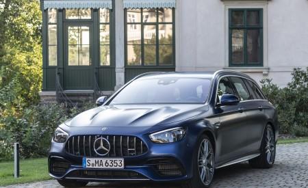 2021 Mercedes-AMG E 63 S Estate 4MATIC+ (Color: Designo Magno Brilliant Blue) Front Three-Quarter Wallpapers 450x275 (42)