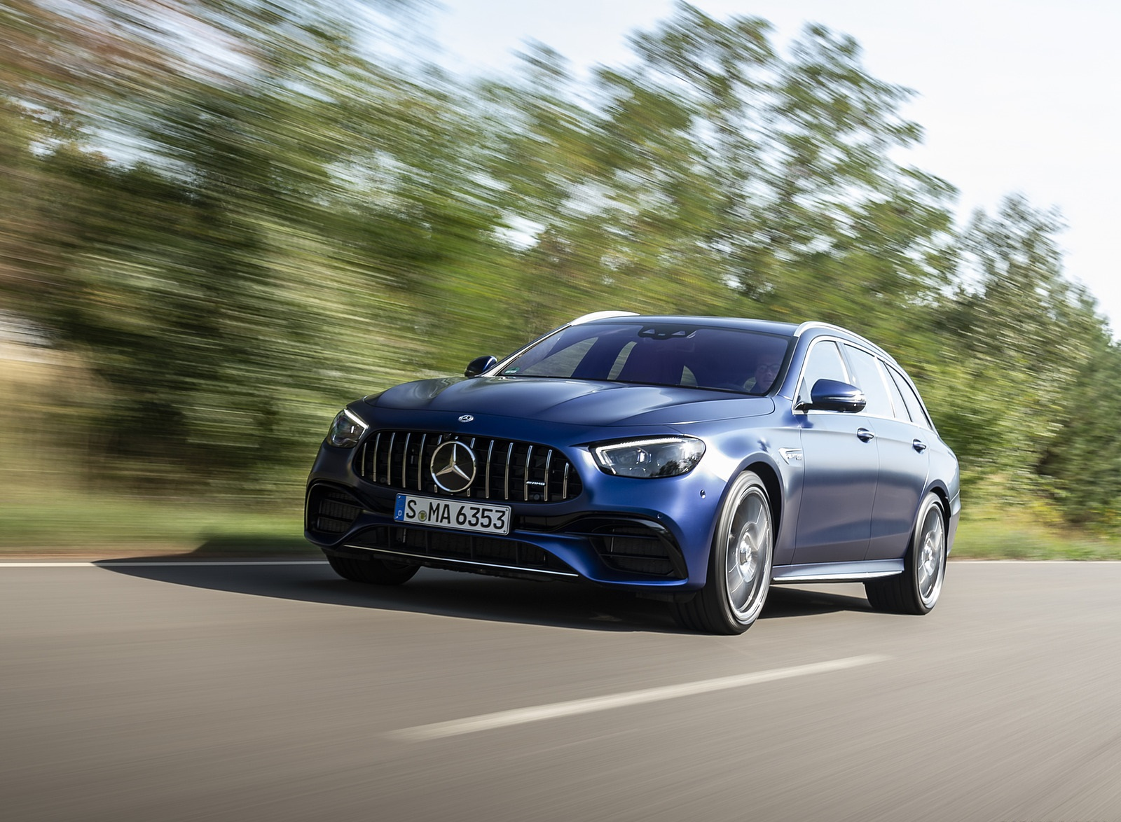 2021 Mercedes-AMG E 63 S Estate 4MATIC+ (Color: Designo Magno Brilliant Blue) Front Three-Quarter Wallpapers (4)