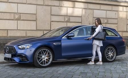 2021 Mercedes-AMG E 63 S Estate 4MATIC+ (Color: Designo Magno Brilliant Blue) Front Three-Quarter Wallpapers 450x275 (43)