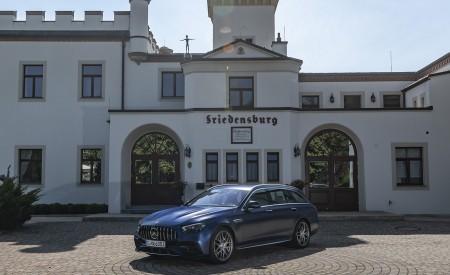 2021 Mercedes-AMG E 63 S Estate 4MATIC+ (Color: Designo Magno Brilliant Blue) Front Three-Quarter Wallpapers 450x275 (34)