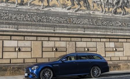 2021 Mercedes-AMG E 63 S Estate 4MATIC+ (Color: Designo Magno Brilliant Blue) Front Three-Quarter Wallpapers 450x275 (26)