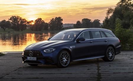 2021 Mercedes-AMG E 63 S Estate 4MATIC+ (Color: Designo Magno Brilliant Blue) Front Three-Quarter Wallpapers 450x275 (20)