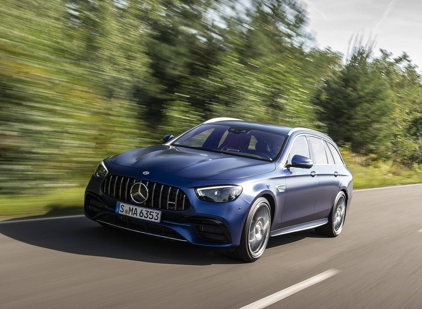 2021 Mercedes-AMG E 63 S Estate 4MATIC+ (Color: Designo Magno Brilliant Blue) Front Three-Quarter Wallpapers (8)