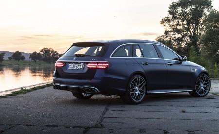 2021 Mercedes-AMG E 63 S Estate 4MATIC+ (Color: Designo Magno Brilliant Blue) Rear Three-Quarter Wallpapers 450x275 (27)