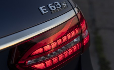2021 Mercedes-AMG E 63 S Estate 4MATIC+ (Color: Designo Magno Brilliant Blue) Tail Light Wallpapers 450x275 (46)