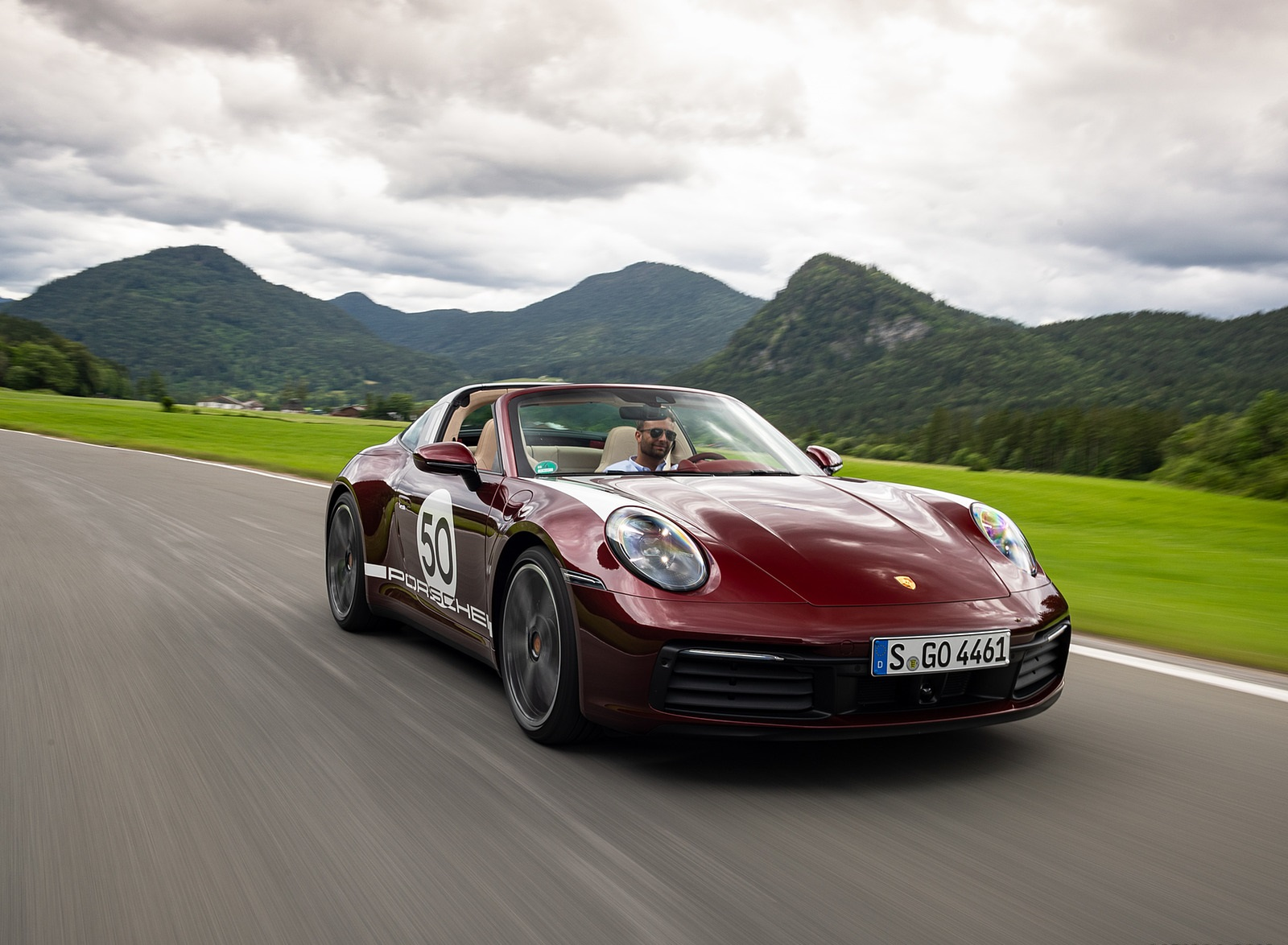2021 Porsche 911 Targa 4S Heritage Design Edition (Color: Cherry Metallic) Front Three-Quarter Wallpapers (2)