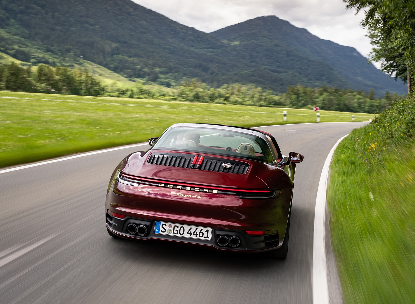 2021 Porsche 911 Targa 4S Heritage Design Edition (Color: Cherry Metallic) Rear Wallpapers (5)