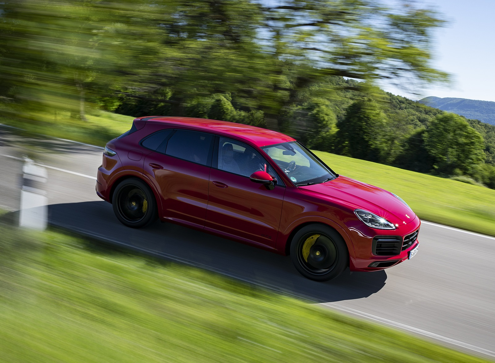 2021 Porsche Cayenne GTS (Color: Carmine Red) Front Three-Quarter Wallpapers (2)