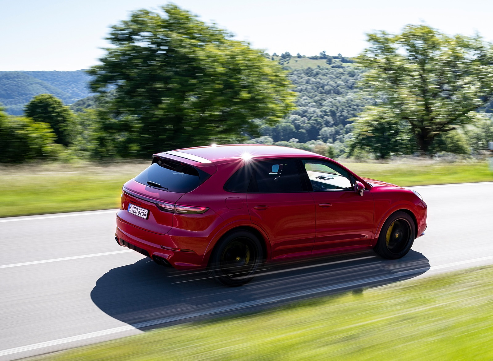2021 Porsche Cayenne GTS (Color: Carmine Red) Rear Three-Quarter Wallpapers (4)