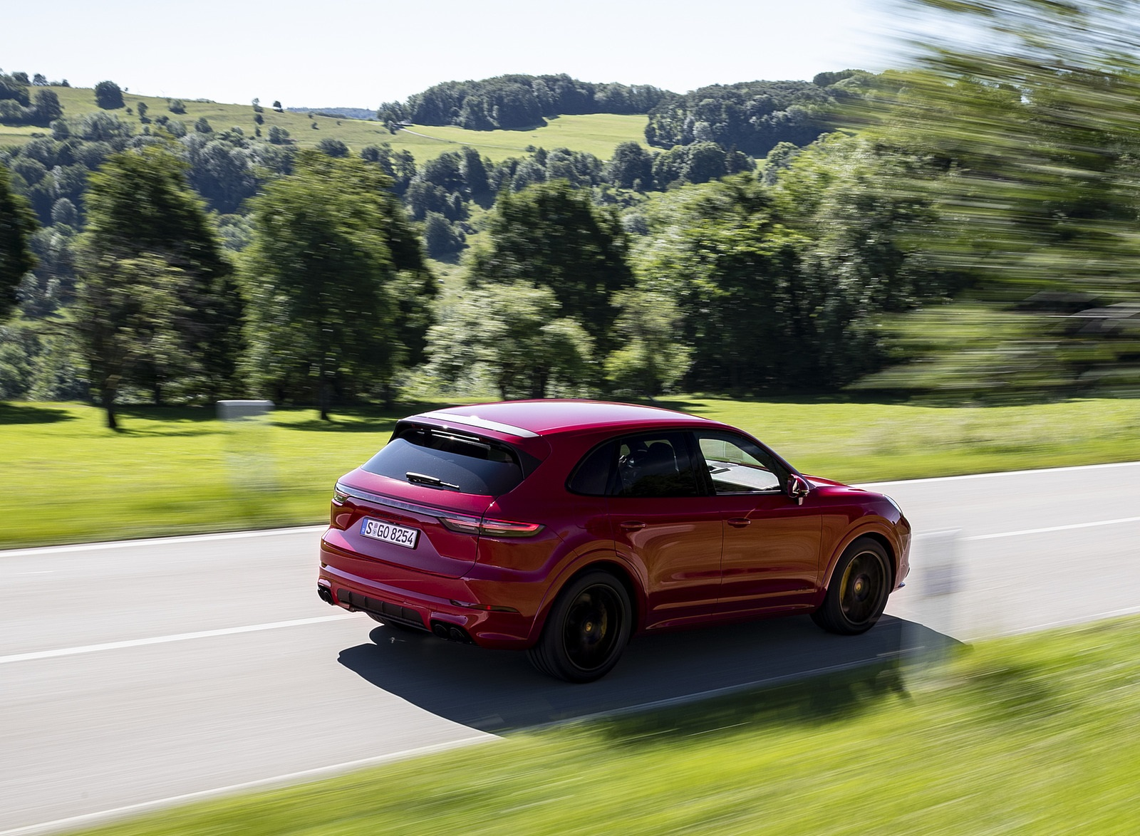 2021 Porsche Cayenne GTS (Color: Carmine Red) Rear Three-Quarter Wallpapers (5)