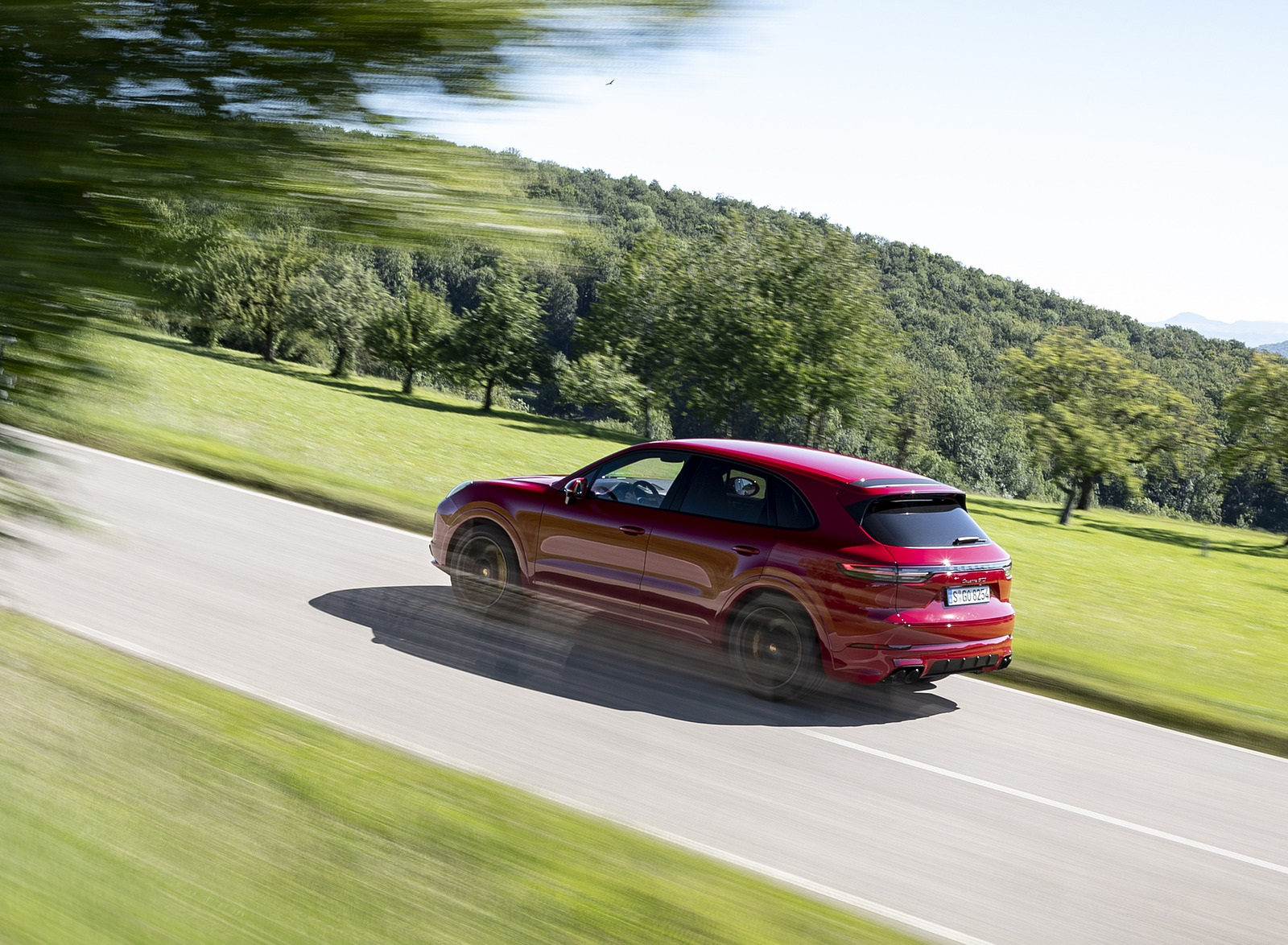 2021 Porsche Cayenne GTS (Color: Carmine Red) Rear Three-Quarter Wallpapers (6)