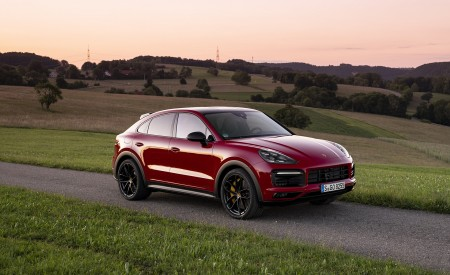 2021 Porsche Cayenne GTS Coupe (Color: Carmine Red) Front Three-Quarter Wallpapers 450x275 (24)