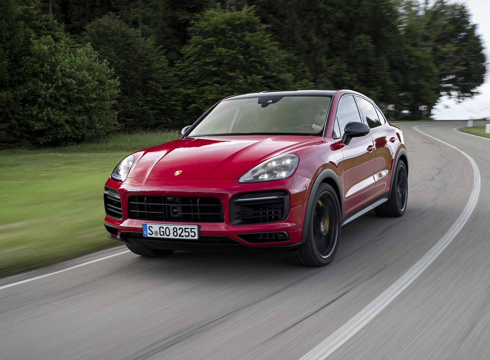 2021 Porsche Cayenne GTS Coupe (Color: Carmine Red) Front Three-Quarter Wallpapers (3)