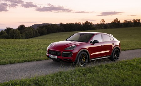 2021 Porsche Cayenne GTS Coupe (Color: Carmine Red) Front Three-Quarter Wallpapers 450x275 (25)