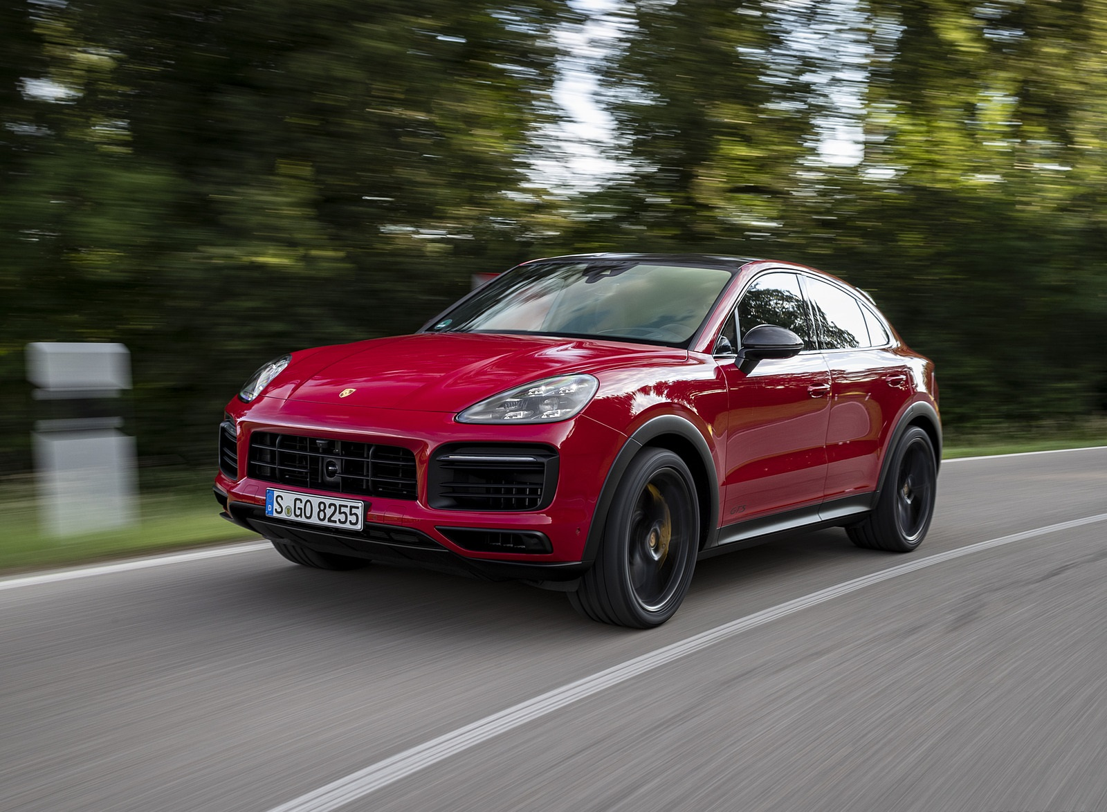 2021 Porsche Cayenne GTS Coupe (Color: Carmine Red) Front Three-Quarter Wallpapers (4)