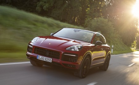 2021 Porsche Cayenne GTS Coupe (Color: Carmine Red) Front Wallpapers 450x275 (14)