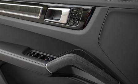 2021 Porsche Cayenne GTS Coupe (Color: Carmine Red) Interior Detail Wallpapers 450x275 (51)