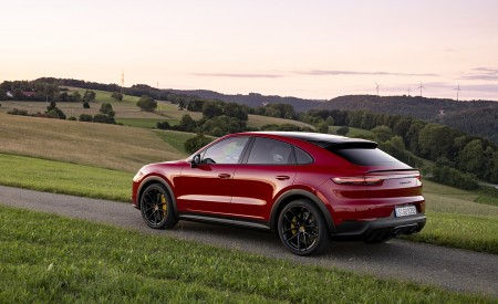 2021 Porsche Cayenne GTS Coupe (Color: Carmine Red) Rear Three-Quarter Wallpapers 450x275 (27)