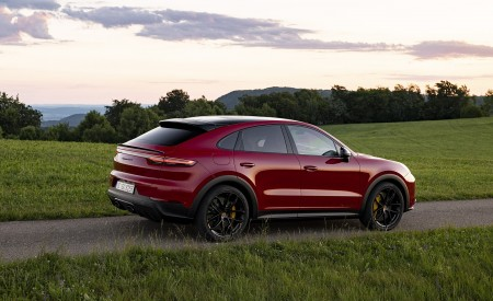 2021 Porsche Cayenne GTS Coupe (Color: Carmine Red) Rear Three-Quarter Wallpapers 450x275 (28)