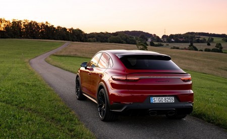 2021 Porsche Cayenne GTS Coupe (Color: Carmine Red) Rear Three-Quarter Wallpapers 450x275 (29)