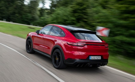 2021 Porsche Cayenne GTS Coupe (Color: Carmine Red) Rear Three-Quarter Wallpapers 450x275 (9)