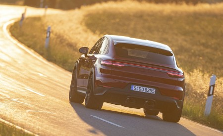 2021 Porsche Cayenne GTS Coupe (Color: Carmine Red) Rear Wallpapers 450x275 (17)