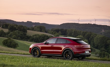 2021 Porsche Cayenne GTS Coupe (Color: Carmine Red) Side Wallpapers 450x275 (33)