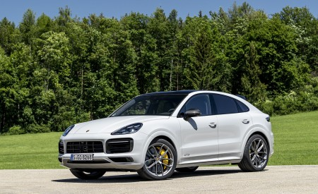 2021 Porsche Cayenne GTS Coupe (Color: Crayon) Front Three-Quarter Wallpapers 450x275 (91)