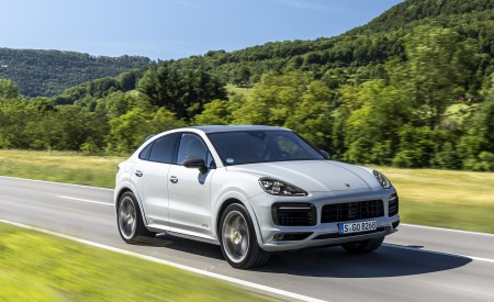 2021 Porsche Cayenne GTS Coupe (Color: Crayon) Front Three-Quarter Wallpapers 450x275 (55)