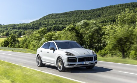 2021 Porsche Cayenne GTS Coupe (Color: Crayon) Front Three-Quarter Wallpapers 450x275 (56)