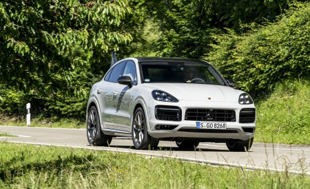 2021 Porsche Cayenne GTS Coupe (Color: Crayon) Front Three-Quarter Wallpapers 450x275 (92)