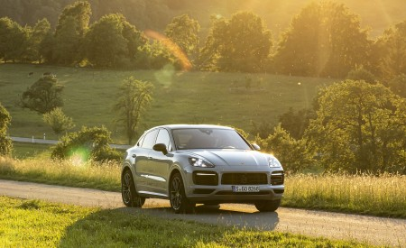 2021 Porsche Cayenne GTS Coupe (Color: Crayon) Front Three-Quarter Wallpapers 450x275 (81)