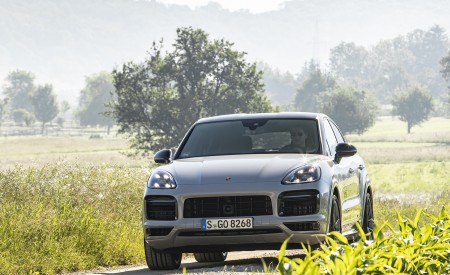 2021 Porsche Cayenne GTS Coupe (Color: Crayon) Front Wallpapers 450x275 (84)