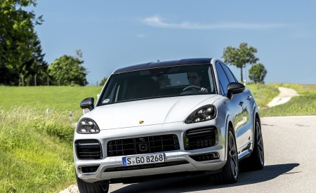 2021 Porsche Cayenne GTS Coupe (Color: Crayon) Front Wallpapers 450x275 (85)