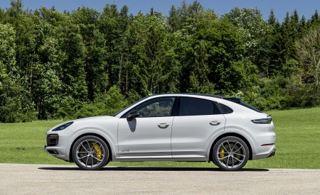 2021 Porsche Cayenne GTS Coupe (Color: Crayon) Side Wallpapers 450x275 (98)