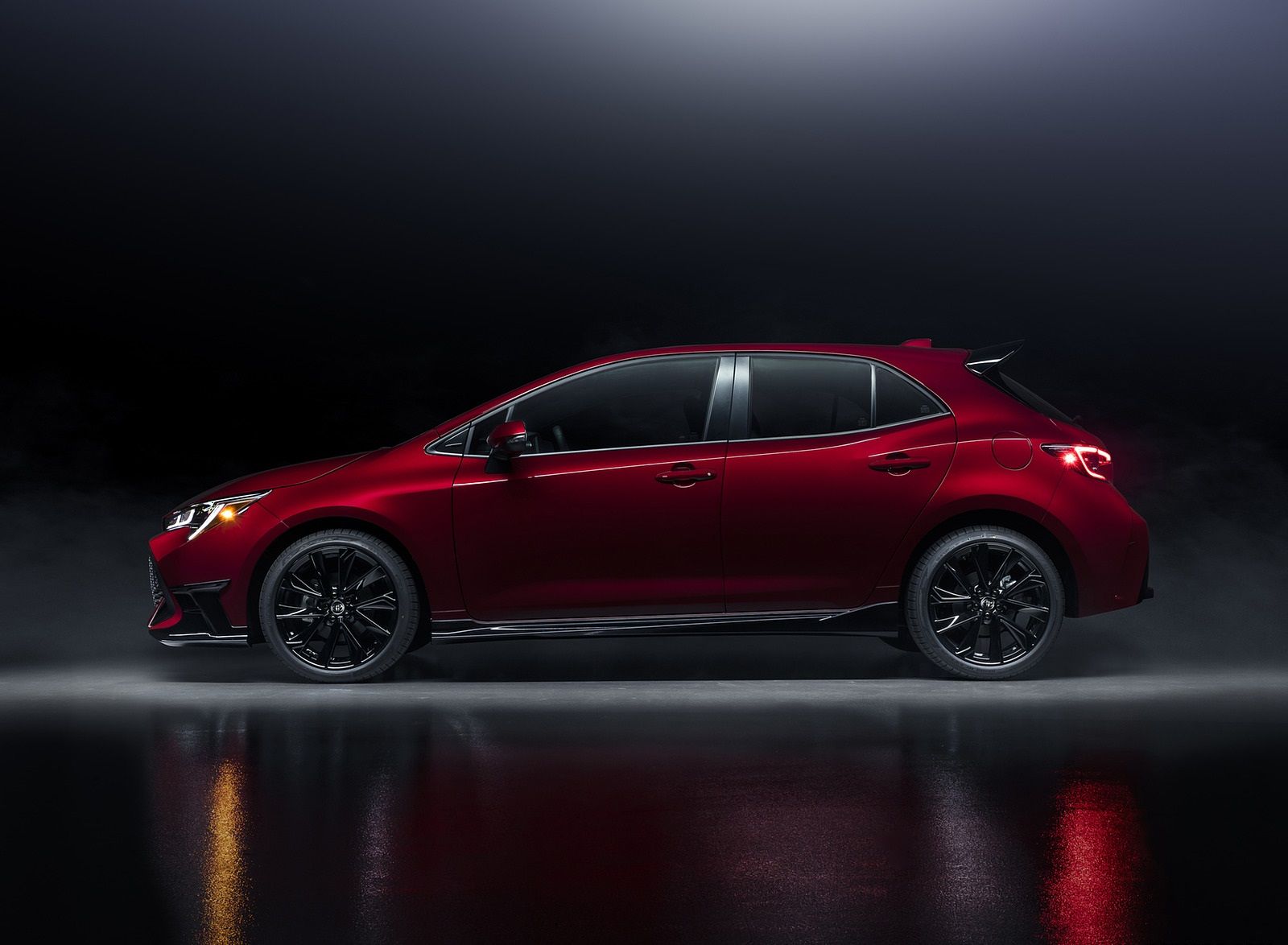 2021 Toyota Corolla Hatchback Special Edition Side Wallpapers (3)