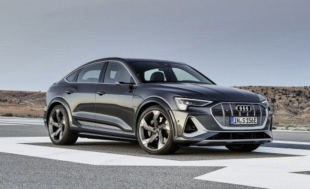 2021 Audi e-tron S Sportback (Color: Daytona Gray) Front Three-Quarter Wallpapers 450x275 (3)