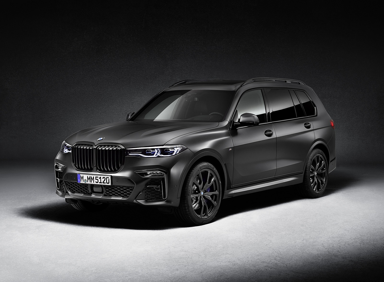 2021 BMW X7 Dark Shadow Edition Front Three-Quarter Wallpapers (1)