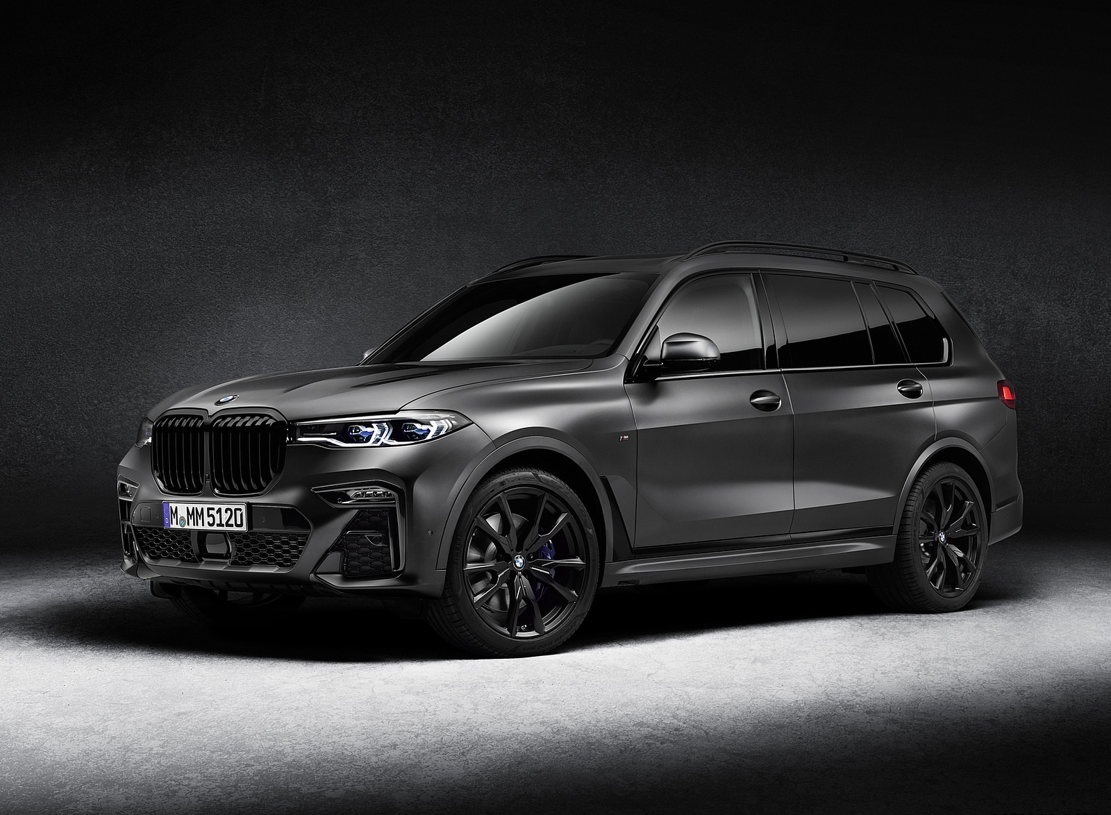 2021 BMW X7 Dark Shadow Edition Front Three-Quarter Wallpapers (2)