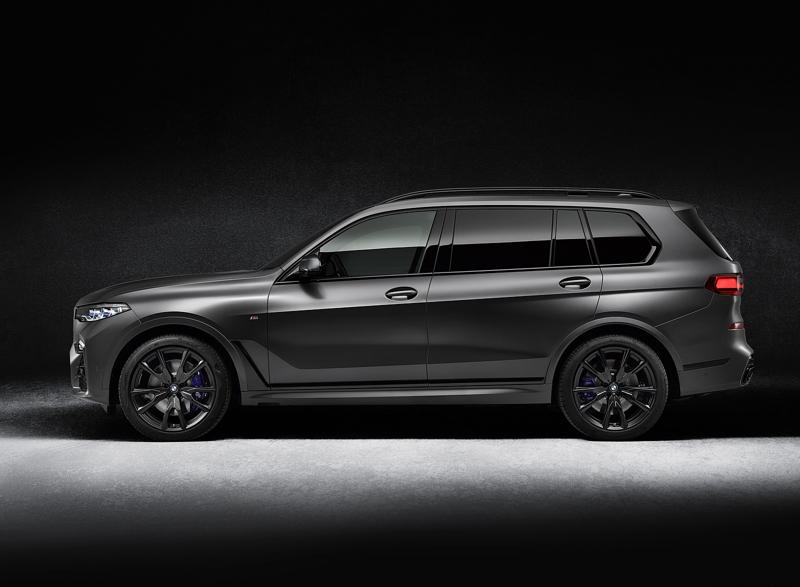 2021 BMW X7 Dark Shadow Edition Side Wallpapers (6)