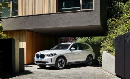 2021 BMW iX3 Front Three-Quarter Wallpapers 450x275 (19)