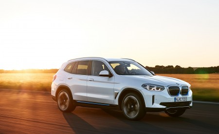2021 BMW iX3 Front Three-Quarter Wallpapers 450x275 (7)